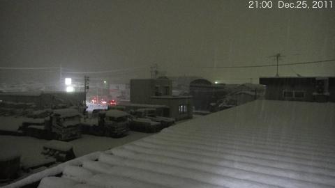 SnowingScene 111225-2100.jpg